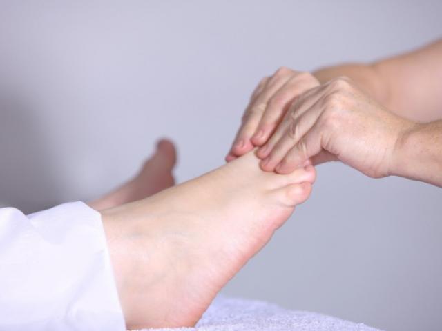 Zahra MANSOUR Ostéopathe : traitement ostéopathique sur la posture à Argenteuil